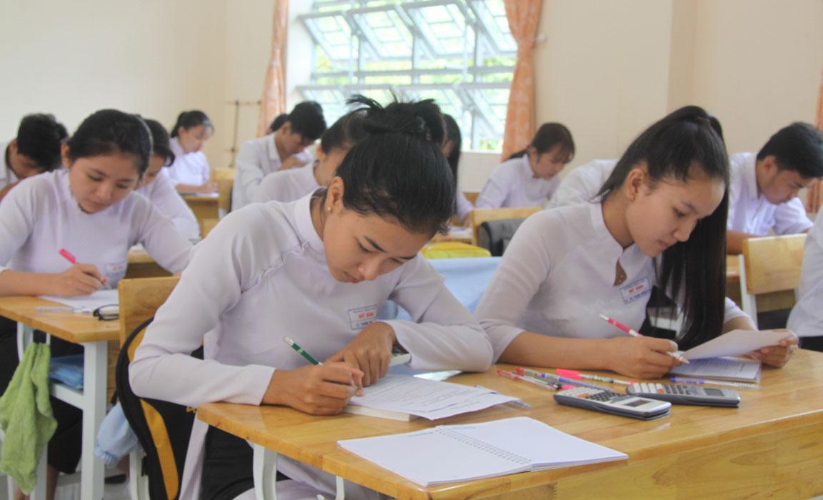 Học-sinh-tập-trung-học-và-ôn-tập-chuẩn-bị-cho-kỳ-thi-THPT-quốc-gia-năm-2019.jpg